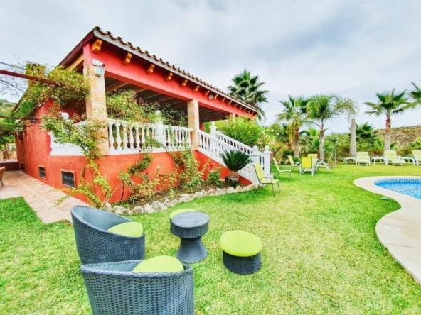 Finca con casa de 5 dormitorios con piscina en Guajar Monda