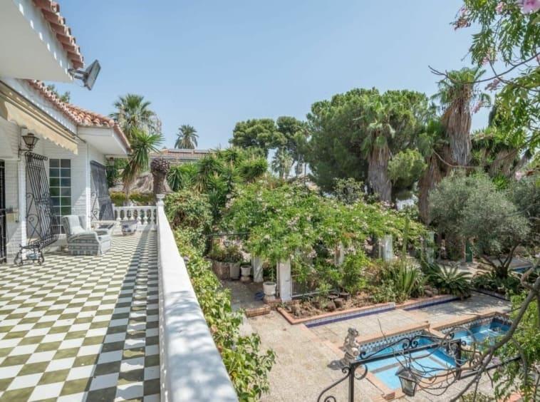 Gran chalet independiente con piscina en Málaga