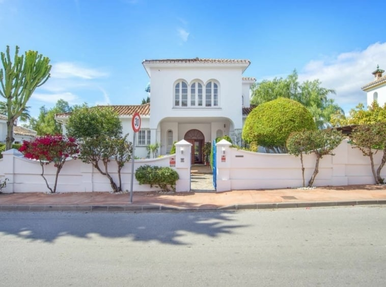 Gran villa con piscina de 4 dormitorios en San Pedro Alcántara